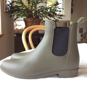 Women's Chelsea Rain Boots, Green, Size 7 (like 8)